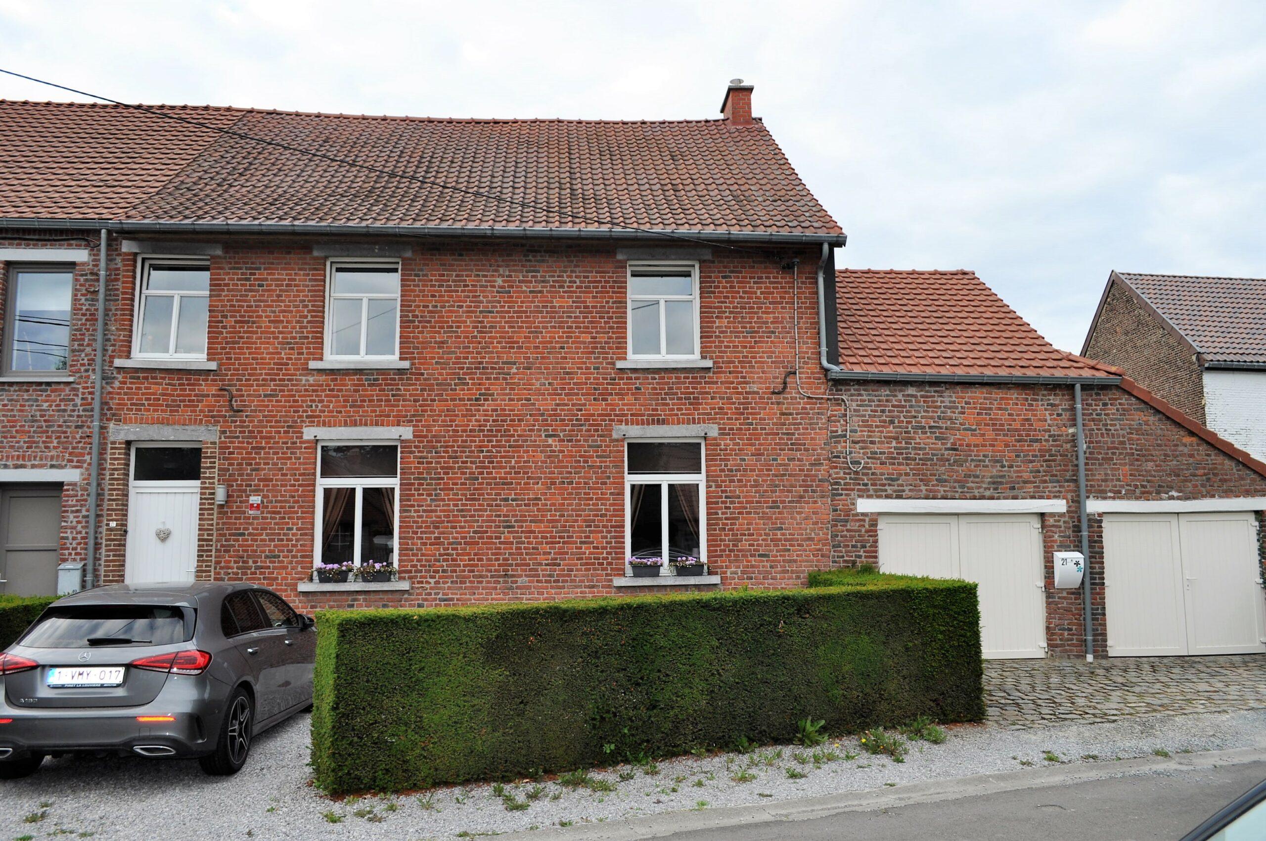 Belle maison de village 4 chambres avec un magnifique jardin