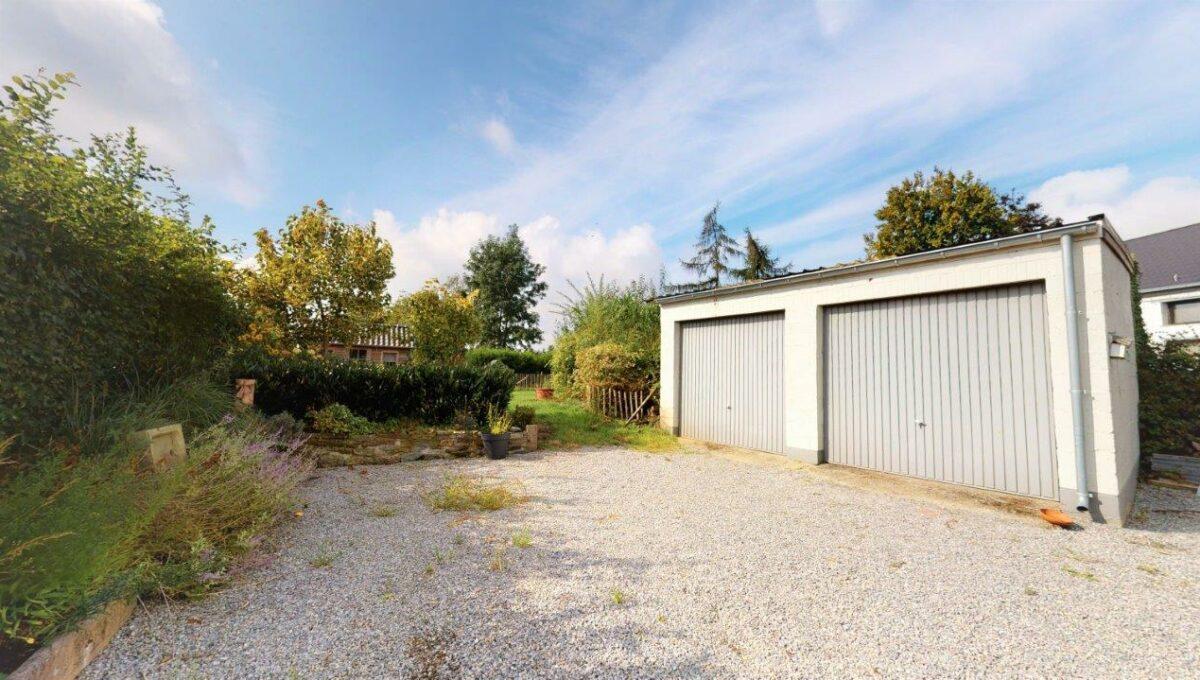 Villa-4-facades-avec-jardin-et-garages-09172021_195310